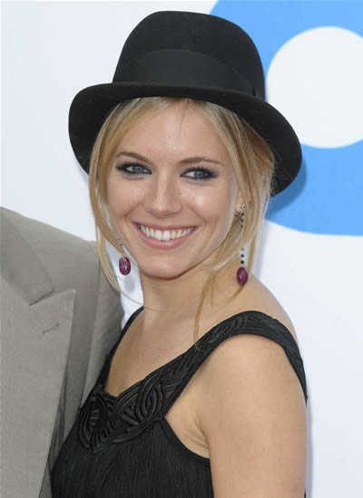 dirty blonde hair highlights. Sienna-miller-londe-hair-hat-